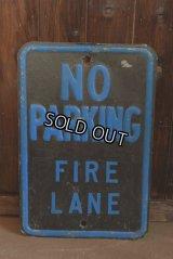 NO PARKING ロードサイン